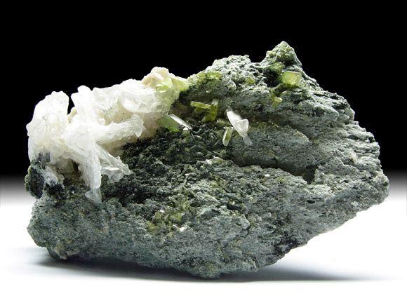 Titanit (Sphen), Orthoklas-Var. Adular, Albit, Chlorit