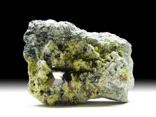 Granat-Var. Andradit, Epidot, Magnetit, Klinochlor