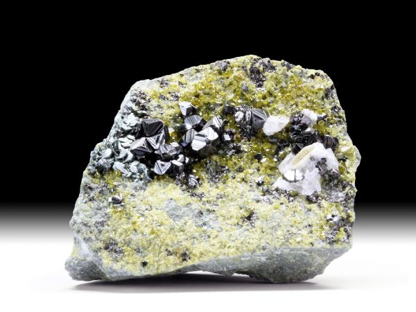 Magnetit, Epidot, Klinochlor, Calcit