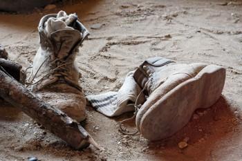 Festes Schuhwerk ist im Steinbruch unbedingt erforderlich. Foto: fotolia.de