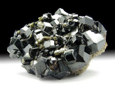 Andradit-Var. Melanit (Granatgruppe), Epidot