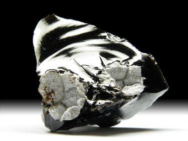 Cristobalit in schwarzem Obsidian, Fayalit