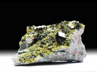 Andradit (Granatgruppe), Epidot, Diopsid, Magnetit, Klinochlor