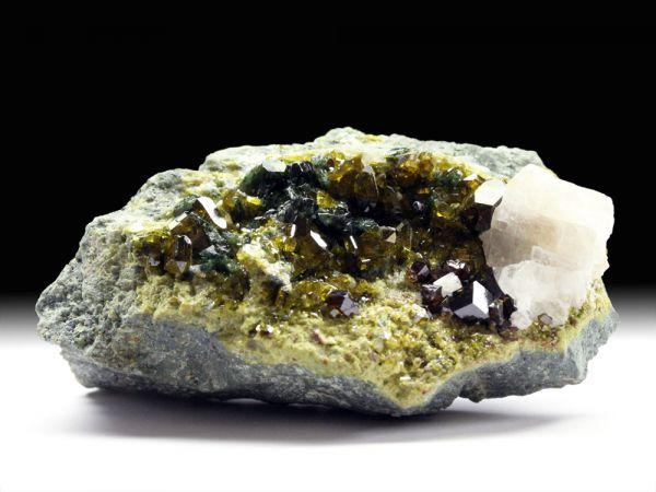Andradit (Granatgruppe), Epidot, Diopsid, Calcit