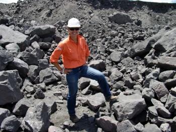 Das Tragen eines Schutzhelms sollte im Steinbruch selbstverständlich sein! Foto: fotolia.de