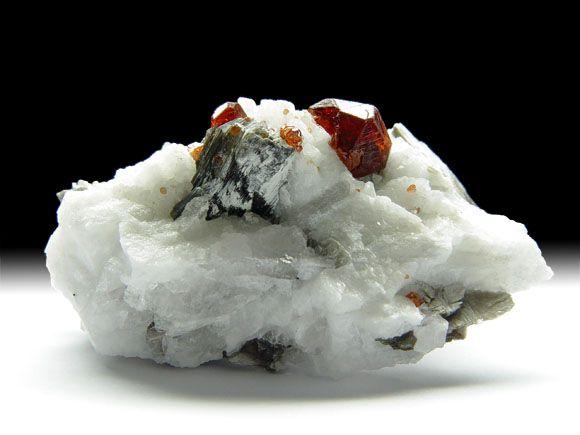 Granat-Var. Spessartin, Albit, Muskovit