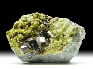 Granat-Var. Andradit, Epidot, Klinochlor