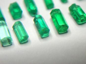 Herrlich grüner Smaragd - ein besonders schöner und kostbarer Edelstein.