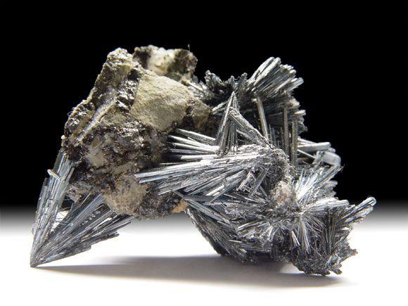 Antimonit (Stibnit)